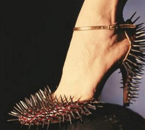 high-heeled-sandals-with-killer-thorns_2263